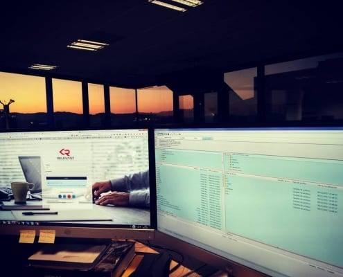 Treballant al Relevant CMS fins a la posta de sol